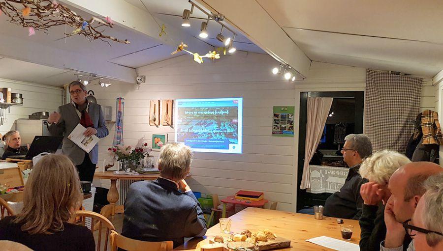 Dierenhoeve presenteert eerste resultaten businessplan 'Engelse Tuin/Pesthuis' aan raadsleden.