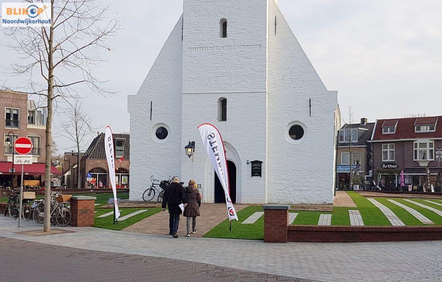 De Witte Kerk het mooiste stembureau van ons dorp, u gaat toch ook stemmen vandaag? (foto's + opkomstpercentage 16.00 uur)